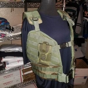 U.S. Military  MOLLE Load Bearing Vest